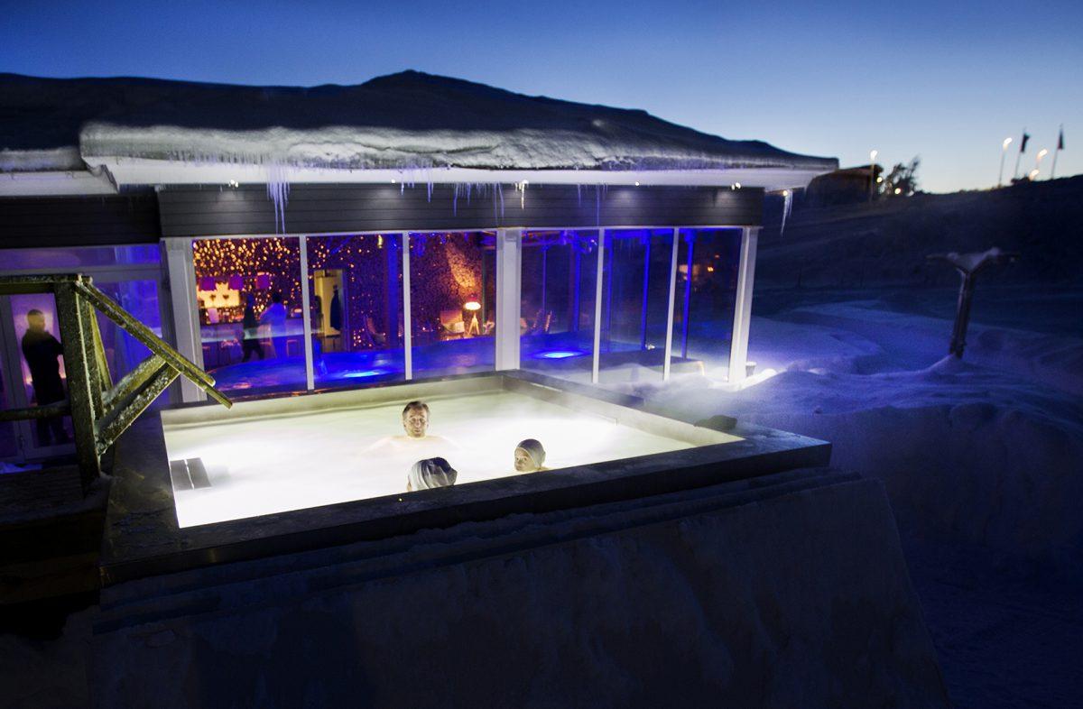 Outdoor pool – winter